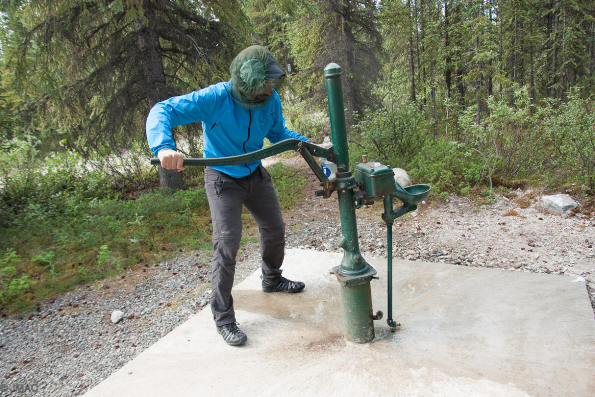 Wasser pumpen mit Mückenschutz