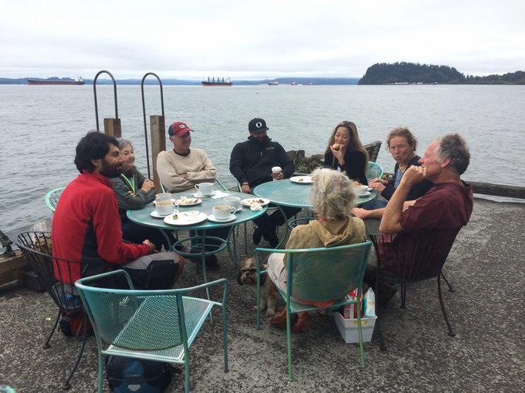 Philosophieren und Kaffee am Sonntagmorgen in Astoria