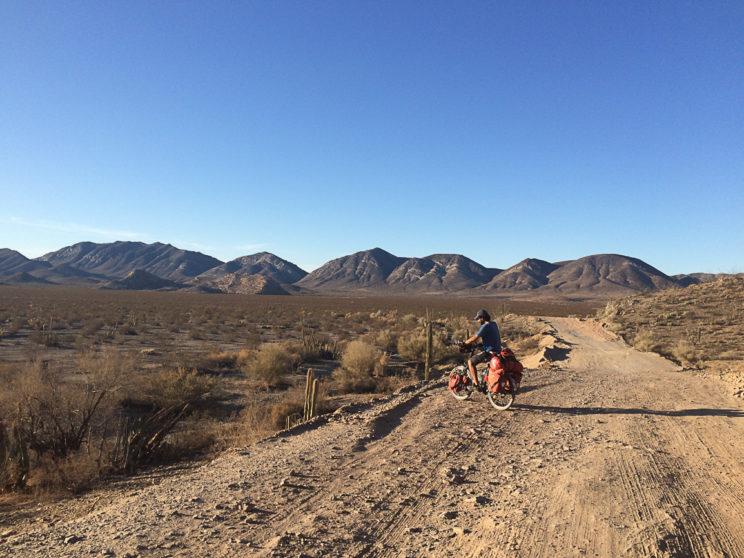 Auf Naturstrasse durch die Wüste