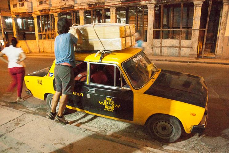 Taxi mit unseren Velokisten