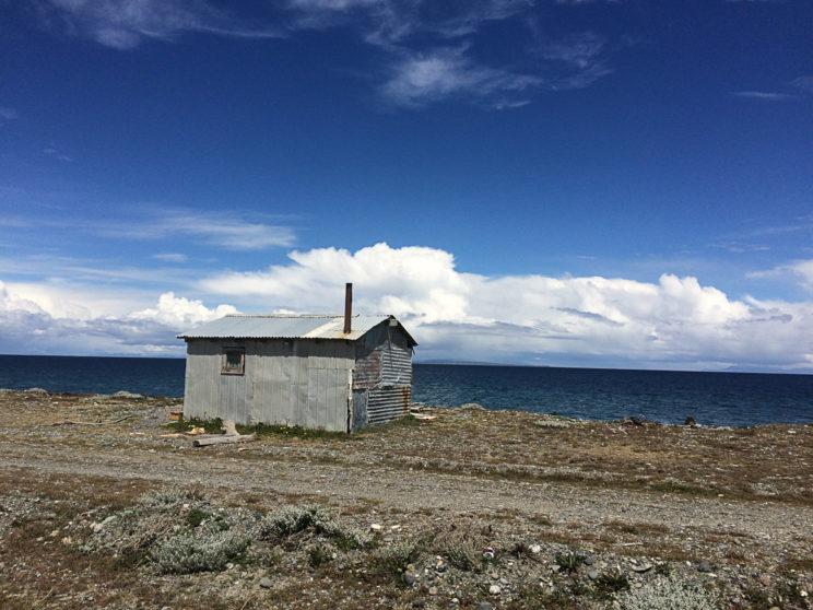 Einer der zahlreichen Fischerhütten entlang des Meeres