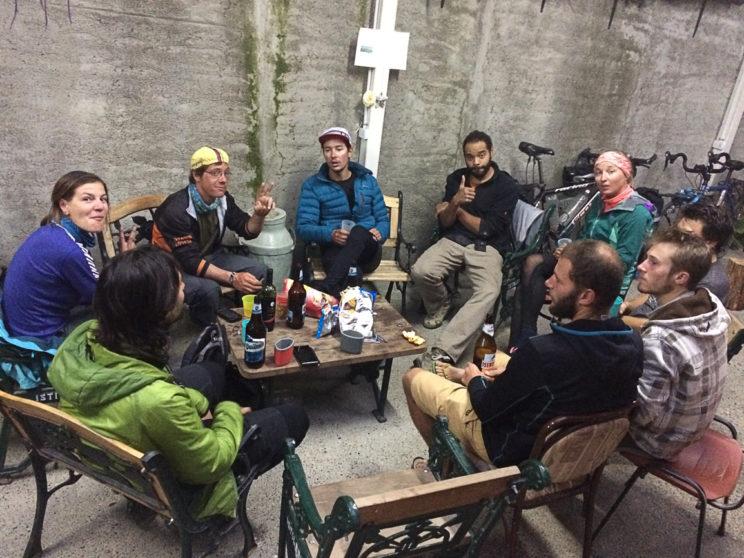 Velofahrer-Gesellschaft in der Panaderia Union in Tolhuin